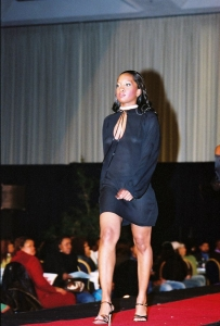 Avoid these 4 signs when looking for a fashion show photographer